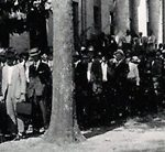 WWI volunteers at courthouse, approx 1917